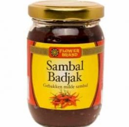 Sambal Badjak (gebakken milde sambal) van het merk Flowerbrand.