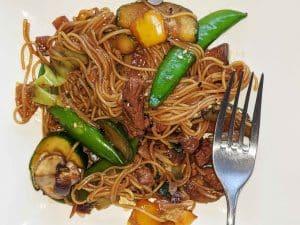 Vanka-kawat Somen noodles met teriyaki-roerbakgroente