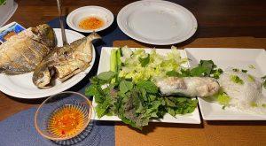 Vietnam gerecht rijstpapier met groenten vis banh hoi rijst noodles