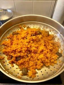 Vanka-Kawat balsemappel bereiding rijst 3 van 5